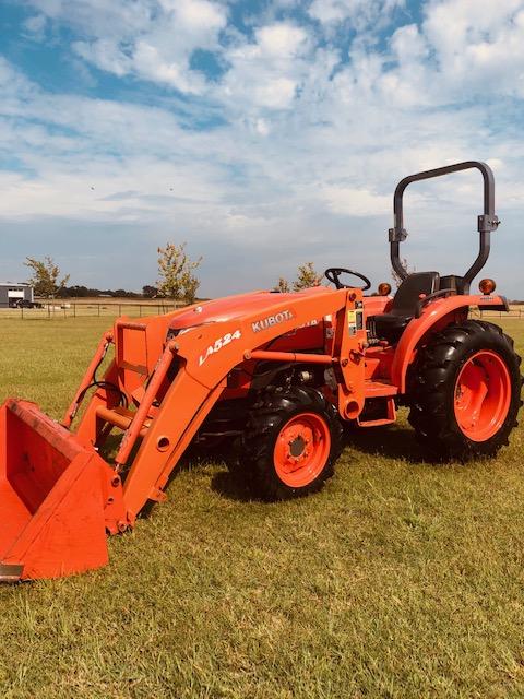 Kubota 3200 Tractor