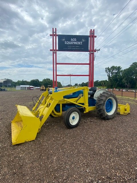 1972 Ford 3000 Tractor Loader with boxblade - $9,500